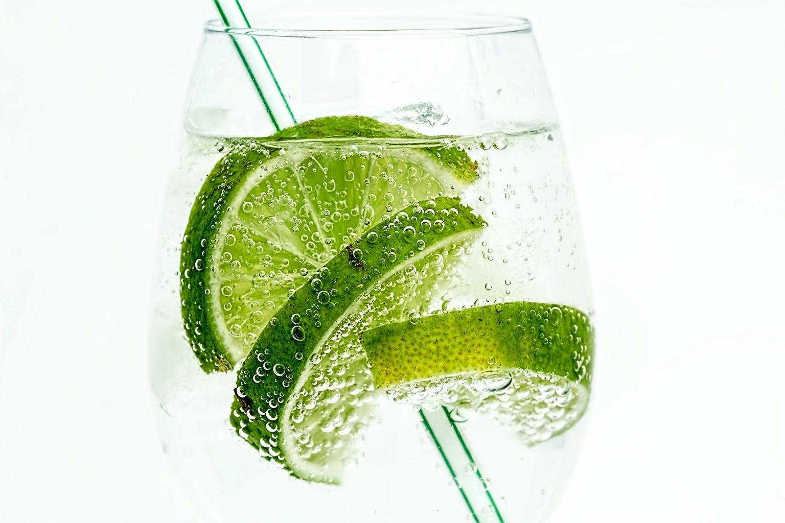 ein Glas voller Gin