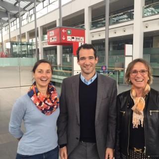 Christina Maier (drinktec), Alexander Berger (PRO FachHANDEL) und Miss drinktec Petra Westphal freuen sich über die Kooperation