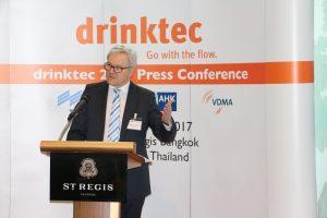 Georg Moller auf der Pressekonferenz in Thailand