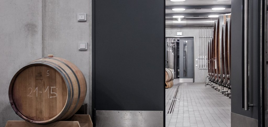 Industry 4.0 is increasingly apparent in the world of wine production. It provides an opportunity to streamline work processes with networked machines.