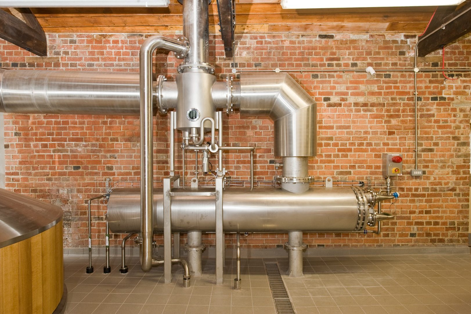Energy efficiency is becoming a strategic issue for breweries across the world. With the right systems, brewers can use green manufacturing processes.