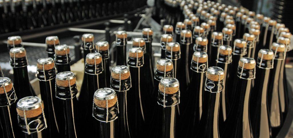 Schaumwein bei der Herstellung