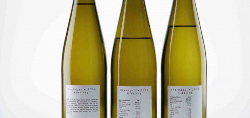 Drei Flaschen Wein in einer Reihe