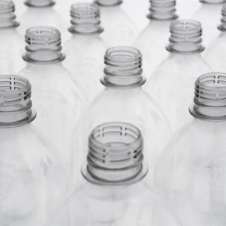 Kunststoffe: Wohin geht die Flaschen-Reise?