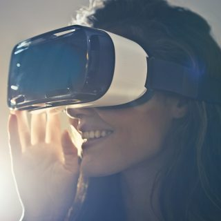 Woman wears VR-glasses