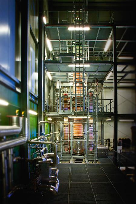 Seit den 80er Jahren, als es schon einmal einen kleinen Innovationsboom für alkoholfreie und alkoholreduzierte Weine und Derivate gab, beschäftigt sich die Sektkellerei Schloss Wachenheim mit der Entalkoholisierung von Wein.