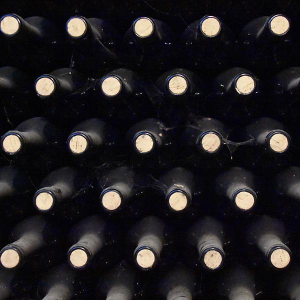 Etwa 40 Prozent der in Deutschland verkauften Weine stammt aus deutscher Weinproduktion, die anderen 60 Prozent der abgefüllten Weine stammen aus dem Ausland.