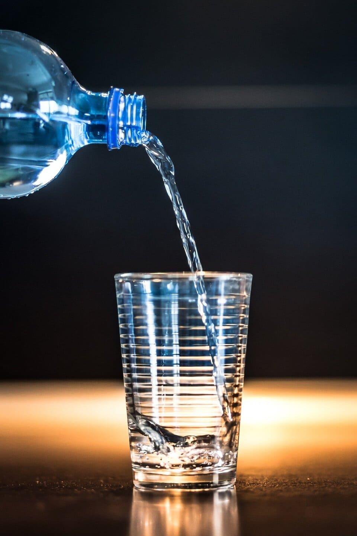 Glas mit ballaststoffreichem Wasser