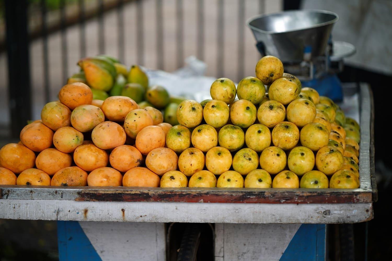Aufgehäufte Mango-Früchte aus Indien