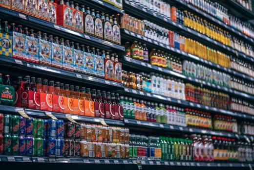 Große Auswahl an Getränken im Markt