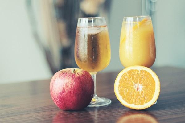 Getränke wie Apfelsaftschorlen verzeichnen aktuell sinkende Absätze