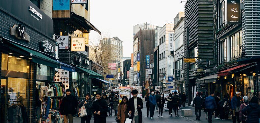 Street in Korea with passengers